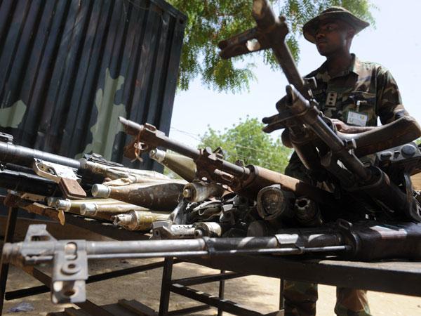 Dos soldados murieron durante uno de los ataques, así como 14 guardias de una prisión federal nigeriana, cuando los extremistas la allanaron, dijo el teniente coronel Sagir Musa.