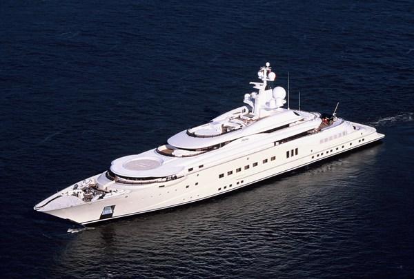 El lujoso Yate de Roman Abramovich, cuenta con piscina y un helipuerto, arribo a New York