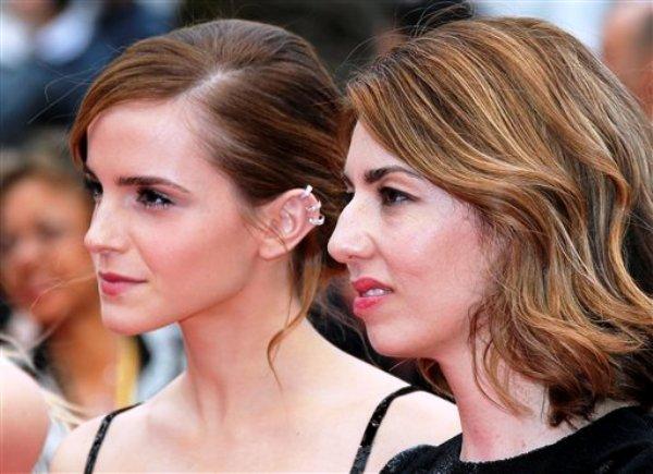 """La directora Sofia Coppola y la actriz Emma Watson al llegar a la alfombra roja de """"The Bling Ring"""" en la 66a edición del Festival de Cine de Cannes el jueves 16 de mayo de 2013. (Foto AP/Lionel Cironneau)"""