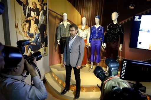 El ex integrante del grupo ABBA, Bjorn Ulvaeus, posa para un retrato durante un recorrido de prensa por el Museo ABBA en el Salón de la Fama de la Música Sueca en Estocolmo, Suecia, el lunes 6 de mayo de 2013. El museo se inaugurará al público el martes con objetos, videos y vestuarios del grupo. (Foto AP/ Scanpix Sweden/Janerik Henriksson)