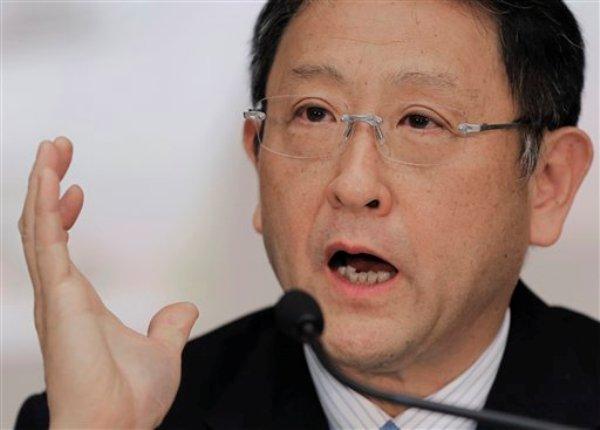 Akio Toyoda, presidente de Toyota Motor Corp., habla durante una conferencia de prensa en la sede de la compañía, el miércoles 8 de mayo de 2013, en Tokio. (Foto AP/Itsuo Inouye)