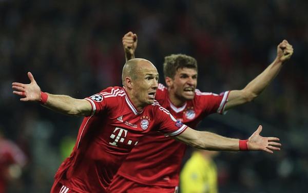Robben festeja el gol de la victoria.