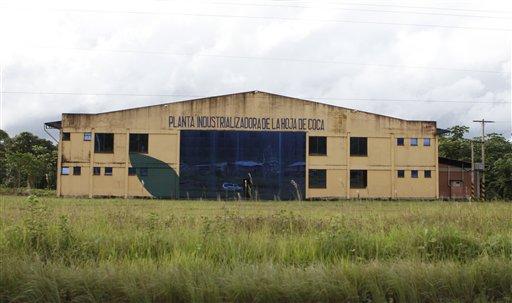 Foto del 12 de abril del 2013 de la planta Ebococa, abanderada de una iniciativa de Evo Morales para darle usos industriales a la coca en Bolivia. Los productos que incorporan coca, no obstante, hna tenido poco éxito y la planta está prácticamente abandonada.(AP Photo/Juan Karita)