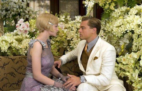 """Leonardo DiCaprio interpreta a Jay Gatsby al lado de Carye Mulligan, como Daisy Buchanan, en una escena de la cinta """"The Great Gatsby"""", de la Warner Bros. """"The Great Gatsby"""" recaudó 51,1 millenes de dólares en su estreno de fin de semana en cines de Estados Unidos y Canadá, y fue segundo lugar después de """"Iron Man 3"""" en ingresos de taquilla. (AP Foto/Warner Bros. Daniel Smith)"""