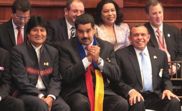 Entre los asistentes, el presidente de Bolivia, Evo Morales; el de Venezuela, Nicolás  Maduro; y el de Honduras, Porfirio Lobo. EFE