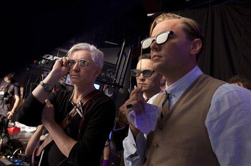 """El director Baz Luhrmann, izquierda, con los actores Tobey Maguire y Leonardo DiCaprio en una escena de """"El gran Gatsby"""". (Foto AP/Warner Bros. Pictures, Douglas Kirkland)"""