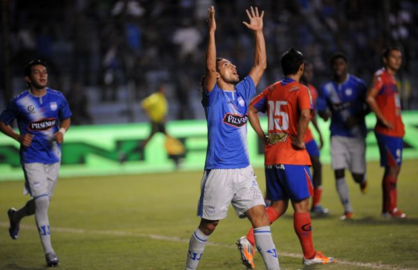 Fernando Gimenez después de anotar el primer gol.
