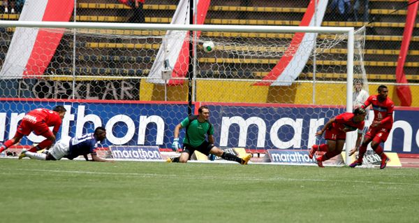 QUITO 5 DE MAYO DE 2013. En el estadio Atahualpa, El Nacional recibe al Independiente José Terán.   APIFOTO/JAVIER CAZAR