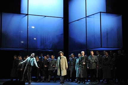 """El espectáculo está hecho con """"mal gusto"""", dijo el principal portavoz de la comunidad hebrea de Düsseldorf. """"La ópera no tiene nada que ver con el Holocausto"""", comentó. Texto completo en: http://actualidad.rt.com/cultura/view/93871-opera-wagner-nazi-indignacion-alemania"""