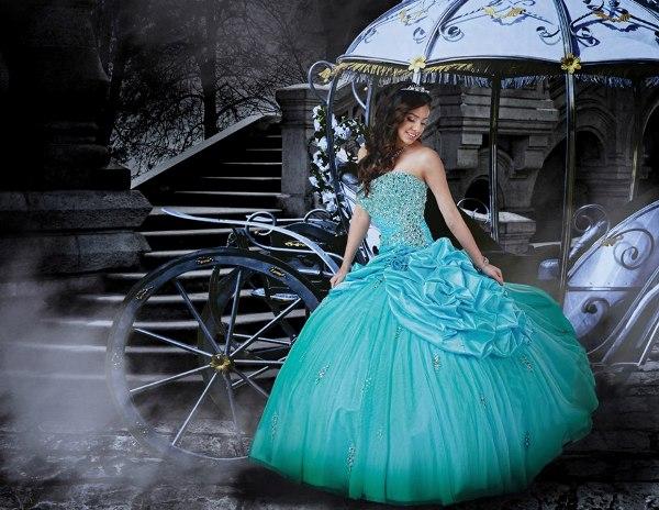 Entre los diferentes modelos que ofrece Disney a las quinceañeras.