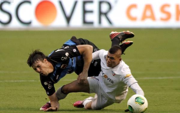 QUITO 4 DE MAYO DE 2013.  En el estadio Casa Blanca, Liga de Quito recibe al Dep. Quito. APIFOTO/JAVIER CAZAR