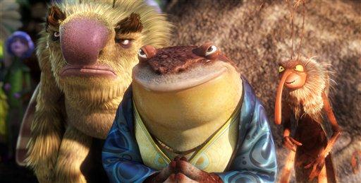 """La rana Bufo, cuya voz fue interpretada por Pitbull, centro, en una escena de la película animada """"Epic"""" en una imagen publicitaria proporcionada por 20th Century Fox. (Foto AP/20th Century Fox, Blue Sky Studios)"""