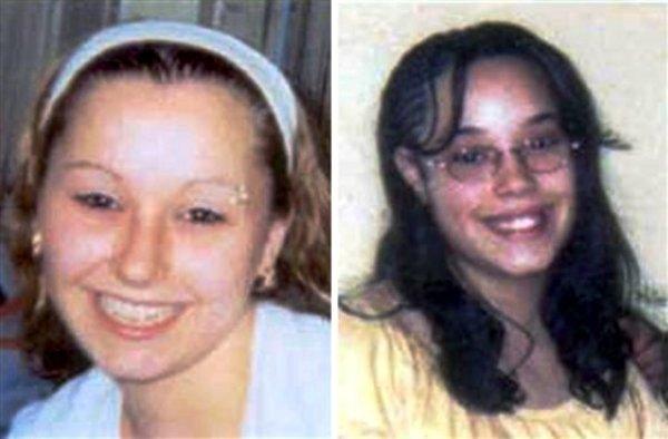 """Dos de las jóvenes liberadas, Amanda Berry, izquierda, y Georgina """"Gina"""" Dejesus. en una combinación de fotos divulgada por el FBI. El jefe de la policía de Cleveland, Michael McGrath, dijo que cree que Berry, DeJesus y Michelle Knight mantenidas amarradas en la casa desde que fueron secuestradas en su adolescencia. Berry y otras dos mujeres que desaparecieron hace una décda fueron halladas el lunes 6 de mayo del 2013 en medio de la alegría de sus familias al volver a verlas. (Foto AP/FBI)"""