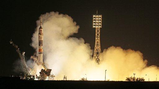 Un cohete Soyuz con la estadounidense Karen Nyberg, el ruso Fyodor Yurchikhin y el italiano Luca Parmitano despega hacia la Estación Espacial Internacional en el cosmodromo de Baikonur, en Kazajistán, el miércoles 29 de mayo de 2013. (AP Foto/Mijaíl Metzel)