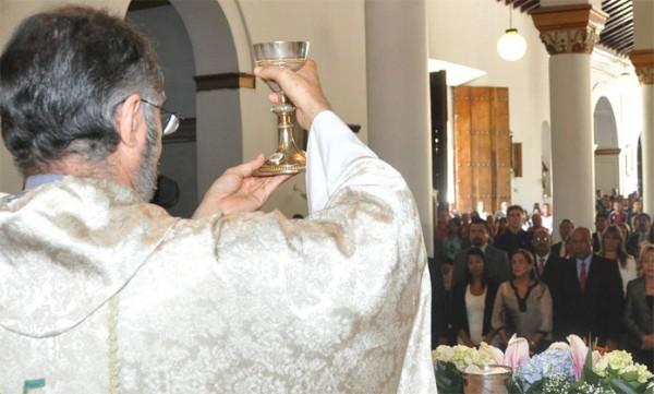"""""""De ser imposible la obtención del vino para la misa, certificado por otra conferencia episcopal, se utilice un vino que sea lo más puro y natural posible"""" dijo el Cura Benitez en una entrevista a AP"""