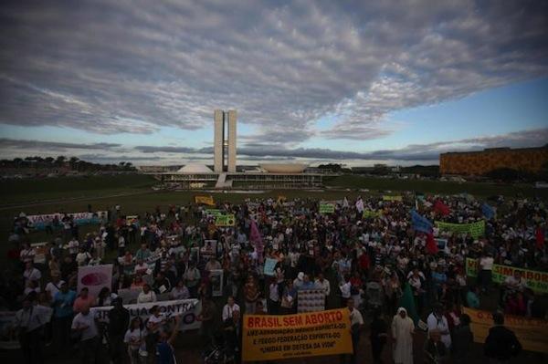 Brasil proesta Gay y aborto
