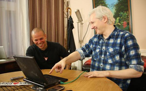 Calle 13 y Julian Assange