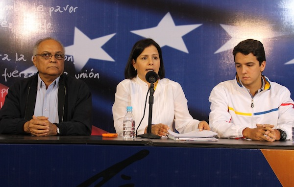 Liliana-Hernández, oposición