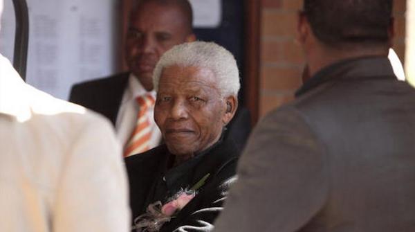 Mandela hospitalizado