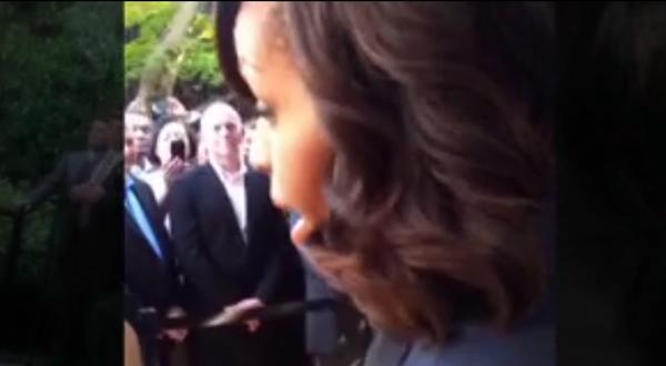 Michelle Obama Frente LGBT Heckler