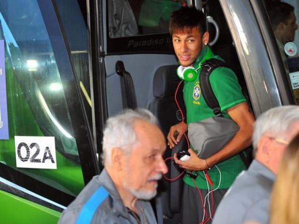De vuelta a Río de Janeiro, la selección brasileña llegó a su hotel de concentración para preparar el partido de la final de la Copa Confederaciones ante su similar de España.