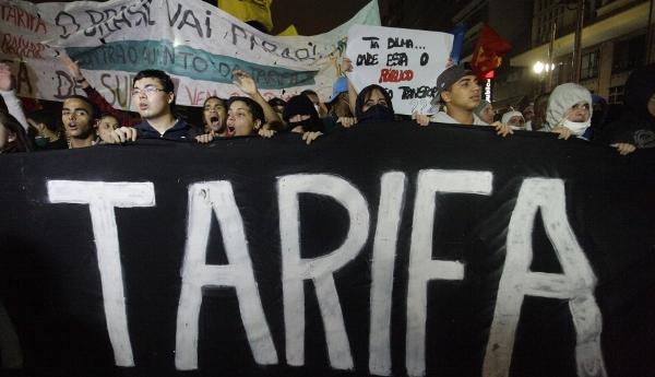 Las autoridades dijeron que unas 5.000 personas se concentraron en el centro de Sao Paulo. (AP)