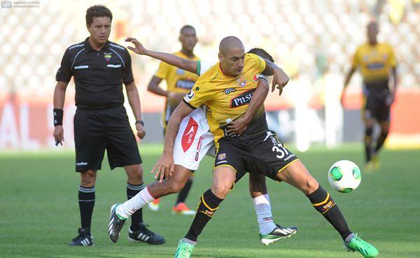 Guayaquil, 23 de Junio del 2013. En el Monumental Barcelona recibe a Liga de Loja. APIFOTO/CÉSAR PASACA