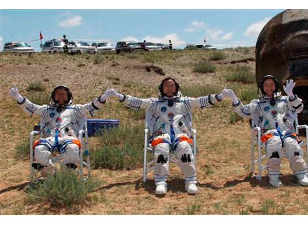 La tripulación china ya está en tierra.