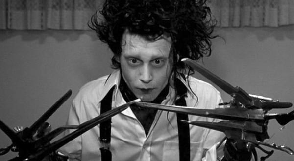 """El primer paso lo dio con """"Edward Scissorhands"""" (1990), donde germinó una de las asociaciones más famosas de la industria junto al director Tim Burton, íntimo amigo suyo, con quien ha rodado siete cintas."""