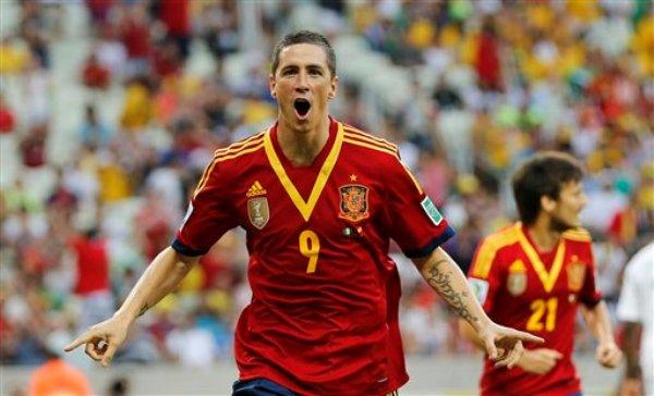 El delantero español Fernando Torres celebra tras anotar el segundo gol de su equipo ante Nigeria en el partido ante Nigeria por la Copa Confederaciones el domingo 23 de junio de 2013. (AP Foto/Fernando Llano)