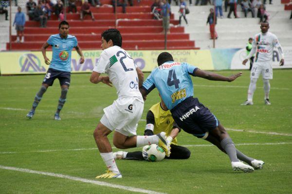Ambato, 23 de junio del 2013Partido Macará - Manta en el estadio Bellavista de AmbatoAPIFOTO: Carlos Campaña