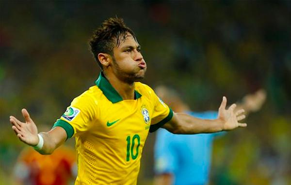 * El jugador de Brasil, Neymar, festeja un gol contra España en la final de la Copa Confederaciones el domingo, 30 de junio de 2013, en Río de Janeiro. (AP Photo/Victor R. Caivano)