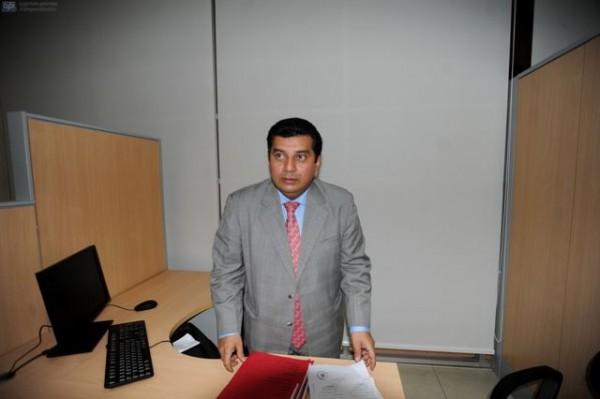Guayaquil, 19 de Marzo del 2013. EN LA FOTO PAUL PONCE- EL FISCAL HABLA SOBRE LA DETENCION, EL DIA DE MAÑANA SE REALIZARA LA AUDIENCIA. Detienen a Raúl Fernando Sánchez Rodríguez-Gerente del Banco Territorial para fines investigativos pues hay la posibilidad de un presunto delito de peculado. El ex Gerente del Banco cerrado en días anteriores fue detenido en la puerta de su domicilio ubicado en Lomas de Urdesa. APIFOTO/CÉSAR PASACA
