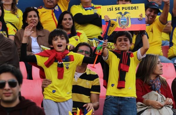 Los hinchas felices por la próxima clasificación de Ecuador