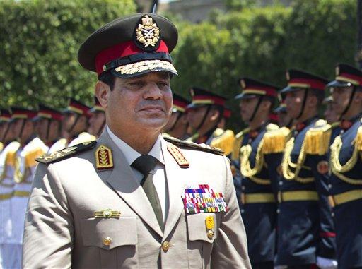 ARCHIVO - Esta foto de archivo del 24 de abril de 2013 muestra al ministro egipcio de Defensa, el general Abdel-Fatá el-Sisi. (Foto AP/Jim Watson, Pool)