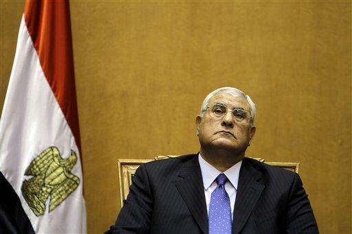ARCHIVO - Esta foto de archivo del jueves 4 de julio de 2013 muestra al magistrado egipcio Adli Mansour antes de la ceremonia en la que juramentó como presidente interino de Egipto. (Foto AP/Amr Nabil, Archivo)