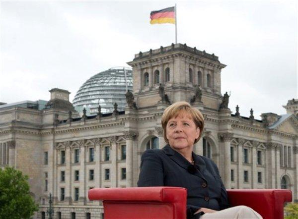 La canciller alemana Angela Merkel propuso en una entrevista reglas europeas y mundiales más estrictas sobre la protección de datos tras las revelaciones sobre los programas de vigilancia del gobierno estadounidense. (Foto AP/DPA,Soeren Stache)