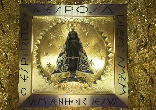 Estatua de la santa patrona de Brasil, la Virgen de Aparecida, fotografiada el 23 de julio del 2013. El papa Francisco visitará Aparecida el miércoles. (AP Photo/Andre Penner)