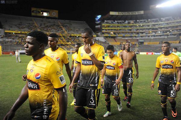 Guayaquil, 17 de Julio del 2013. Barcelona recibe al Dep. Cuenca. APIFOTO/CÉSAR PASACA