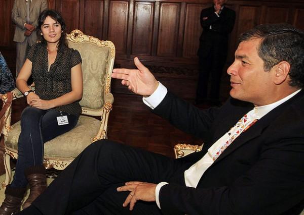 """En Quito. El presidente ecuatoriano, Rafael Correa, se reunió con la líder estudiantil chilena Camila Vallejo. Vallejo afirmó que los cambios políticos, económicos y ambientales que se dan en América Latina avanzan a """"pasos agigantados"""". Fotos: EFE"""