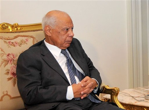 En esta imagen proporcionada por la presidencia egipcia aparece el economista Hazem el-Beblawi, que fue nombrado primer ministro de Egipto. (Foto AP/Presidencia egipcia)