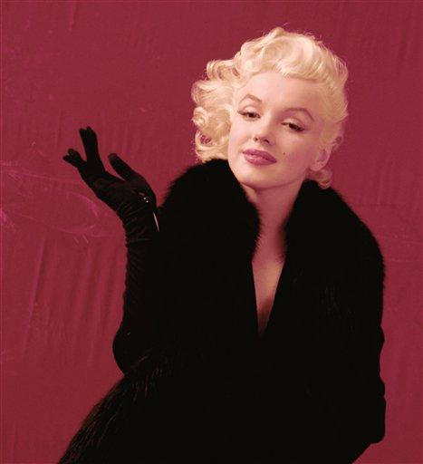 En esta imagen proporcionada por la rematadora Profiles in History el 9 de julio del 2013, un retrato de 1955 de Marilyn Monroe tomado por el fotógrafo de moda y celebridades Milton H. Greene. 3.700 negativos y transparencias de fotografías inéditas que Greene tomó de Monroe, más otras miles de otros artistas, se subastarán a fines de mes con todo y derechos de autor. (AP Foto/Milton H. Greene)