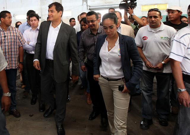 Guayaquil, 26 de julio 2013.- El Presidente de la República, Rafael Correa, realizó un recorrido por la ex bodega del Banco Nacional de Fomento. Foto: Santiago Armas/Presidencia de la República.