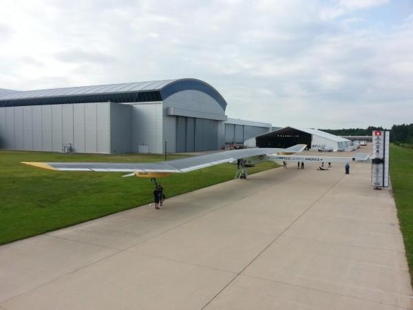 El HB-Sia, a la salida del hangar para su despegue.