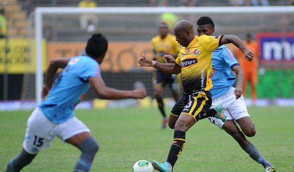 Guayaquil, 7 de Julio del 2013. En el estadio Monumental Barcelona recibe al Macara. APIFOTO/CÉSAR PASACA