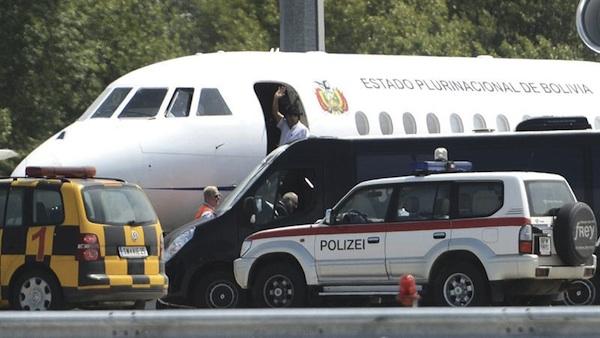A la hora de la llegada de las autoridades.