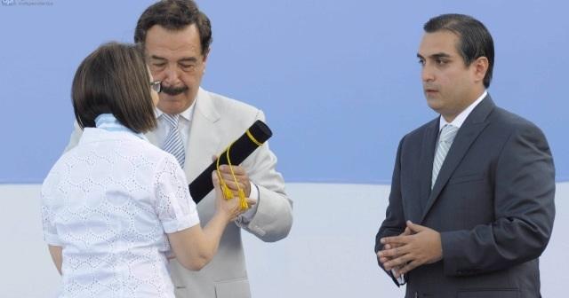 Nebot condecora a Diego Oquendo y a Patricia de Burbano | La