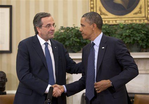 El presidente Barack Obama recibe al primer ministro griego Antonis Samaras en la Oficina Oval de la Casa Blanca en Washington, el jueves 8 de agosto de 2013. Obama se pronunció ante Samaras por que el gobierno griego logre un equilibrio entre la austeridad y el crecimiento. (AP Foto/Pablo Martínez Monsiváis)