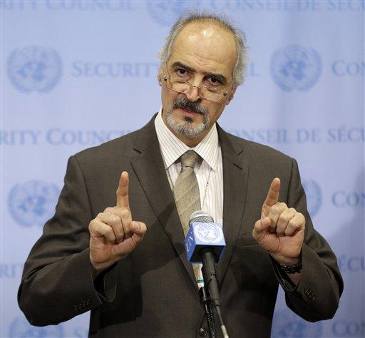 Bashar Ja'afari, embajador sirio ante las Naciones Unidas, habla con reporteros después de una reunión sobre Siria en la sede de la ONU el miércoles 28 de agosto de 2013. (Foto AP/Seth Wenig)