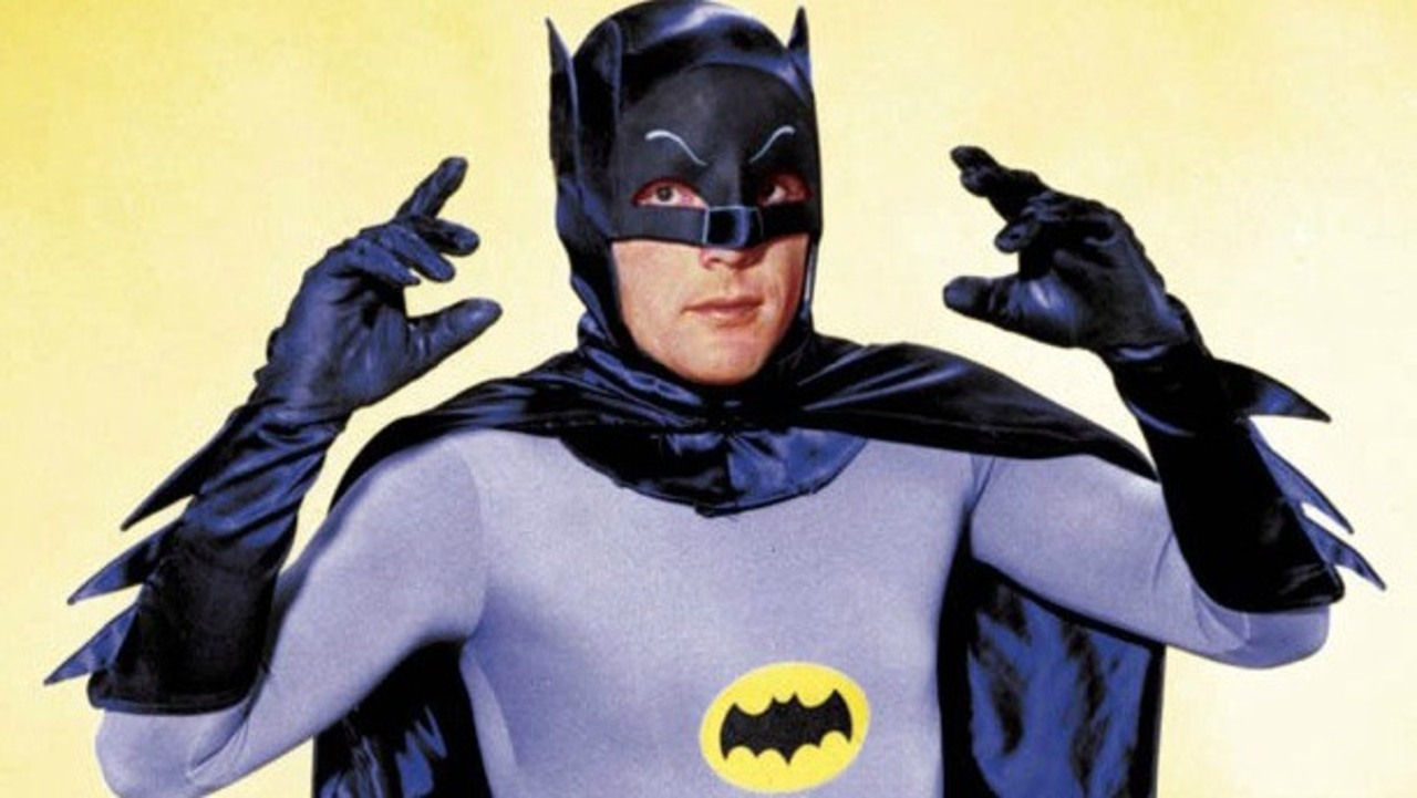 Adam West, como Batman.